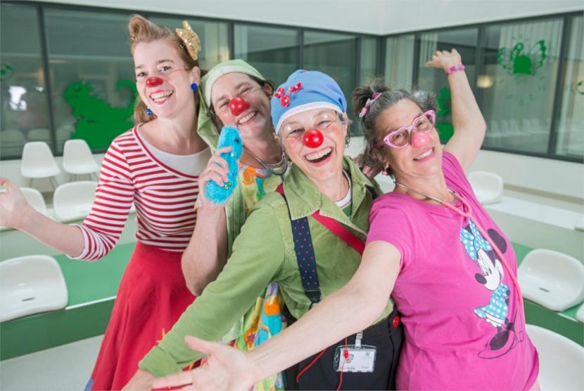 Vier lachende Clowns