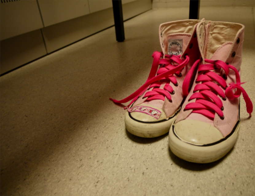 Ein paar pinke Hallo Kitty Chucks