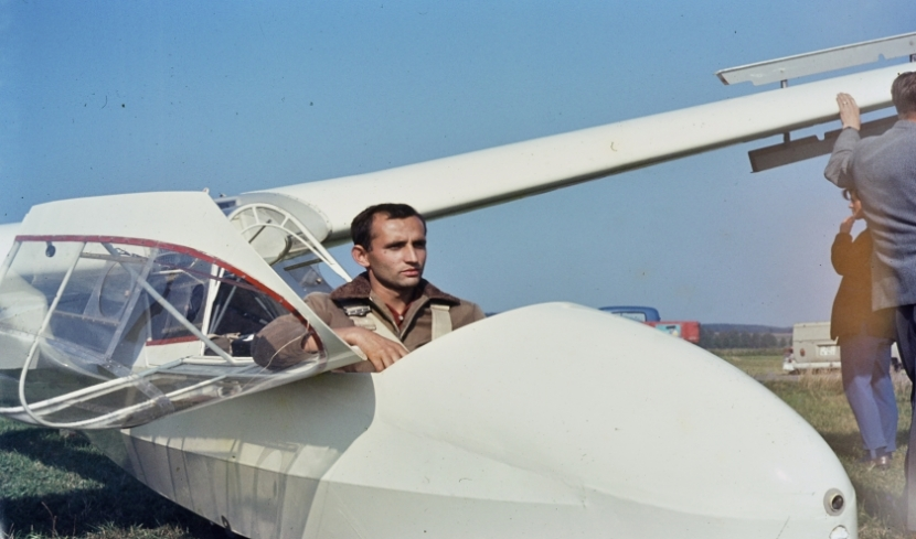 Mann im Segelflieger