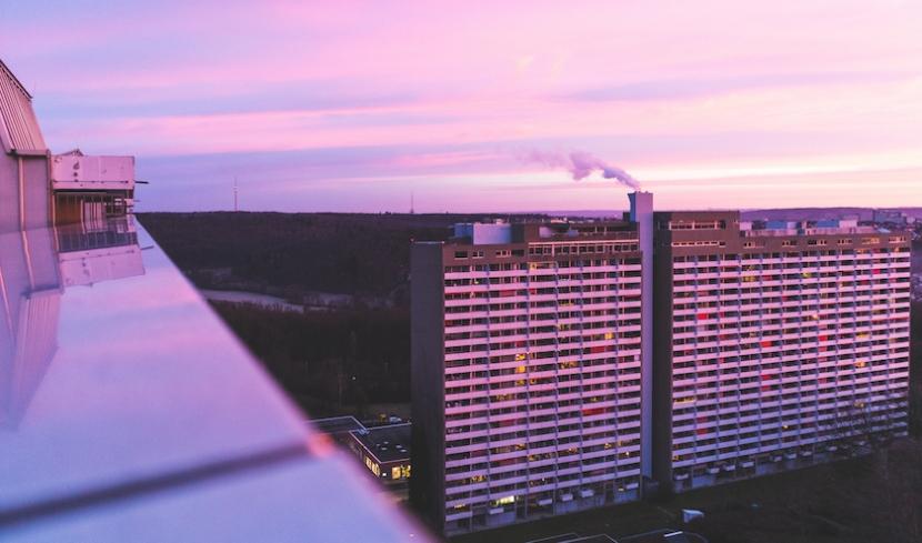 Gebäude im Sonnenuntergang.