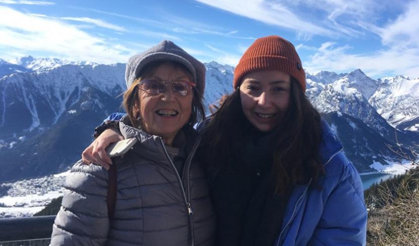 Meine Oma Rosi und ich im Urlaub.