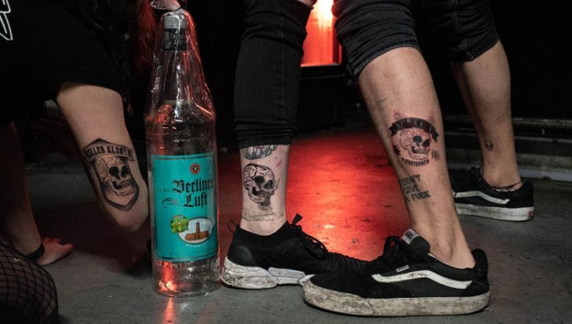 Paula, Krissi und Flo zeigen ihre Tattoos