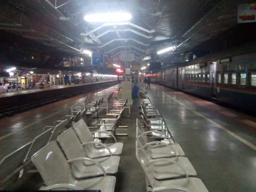Sascha Grabow am Bahnhof in Mangaluru