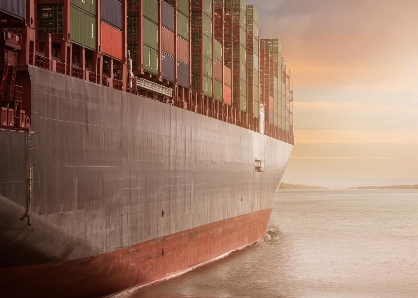 Frachter mit Containern