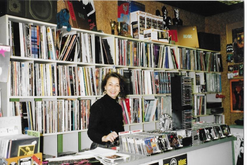 Brigitte im Jahre 1998 im ersten Laden in der Paulinenstraße 50