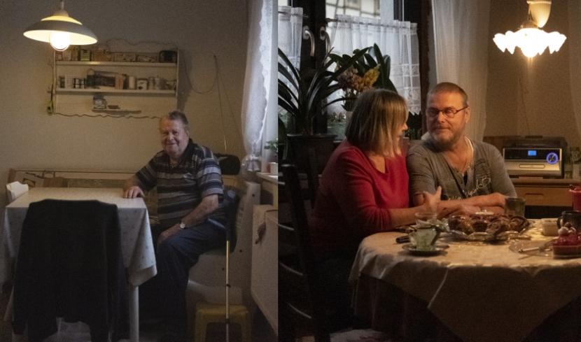 Eine Fotomontage: Links sitzt ein älterer Mann an einem Küchentisch, rechts sitzt ein älteres Paar am Küchentisch.