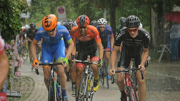 Cyclists under pressure – the last lap of a road race